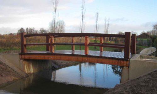 Nieuwe-brug-zorgt-voor-nieuwe-entree-aan-Esdoornlaan-naar-Maximapark